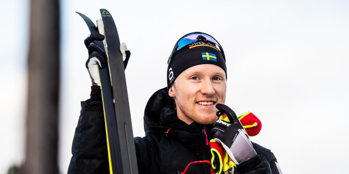 """Oskar Svensson vann sprintpremiären före Halfvarsson – efter löftet till klubbkamraten: """"Försökte göra likadant"""""""