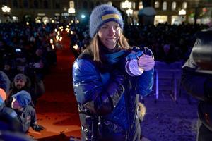 Charlotte Kalla på Stora Torget i Sundsvall. Nu laddar svenska stjärnan för att möta Marit Björgen en sista gång. Foto: Jenny Toresson