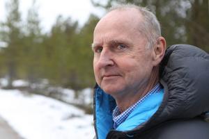 Stig Holm (C) är ordförande för kommunala bostadsbolaget Härjegårdar i Härjedalen. När bygget av 24 fastigheter på en ödetomt i Sveg projekterades var han vd för bolaget.