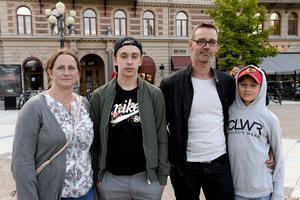 Familjen Östblom från Ockelbo var på semester och hade letat sig till Stora torget. Från vänster: Katarina Östblom, Andreas Östblom, Johan Östblom och Leo Östblom.