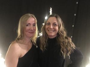 – Vi älskar vimmel,  utbrast Ann-Sofie Jansson  (t h) som förfestat ihop med Charlotta Sigvardsson.