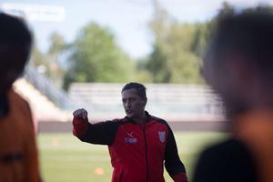 Carlos Banda är inte längre Assyriskas tränare