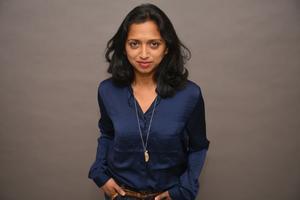 Nathacha Appanah föddes 1973 på Mauritius, där hon efter litteraturstudier arbetade som journalist innan hon 1998 flyttade till Frankrike. Hon debuterade som författare 2003, berättar förlaget. Pressbild.