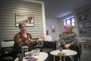 I dag finns tre anställda på Kvinnojouren i Östersund, Helena Lassen  och Jessica Rundberg är två av dessa. Den tredje var på resa till Stockholm för att delta vid Fadime-dagen när intervjun gjordes.