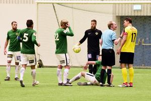 J-Södra förlorade mot Frej, Sebastian Crona med nummer 22 var såklart besviken efter matchen.