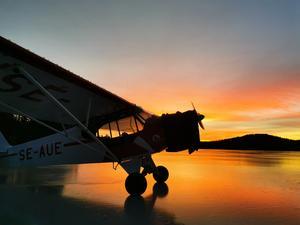 Johan Gustafsson, flerfaldig världsmästare i konstflyg med segelflygplan, kom till Stor-Nåsen i sin egen Piper Cub från 1942. Foto: Johan Gustafsson.