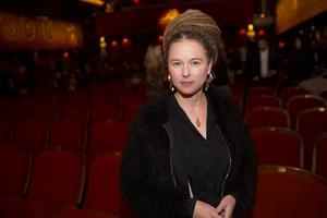 Kulturminister Amanda Lind (MP) har nyligen flyttat till  centrala Järna där hon hyr ett hus tillsammans med sin familj. Här är hon på galapremiären av Stockholm filmfestival den 5 november i år i samband med att hon höll invigningstalet.