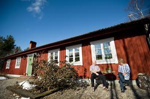 Exteriört skulle huset kunna tas för ett mycket gammalt hus men det byggdes 1982.