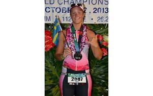 """""""Det här är ett minne för livet"""", säger Emelie Danielsson, som avverkade 3 860 meters simning, 180 kilometers cykling och 42,2 kilometers löpning i Iron Man-VM. Foto: Iron Man Hawaii"""