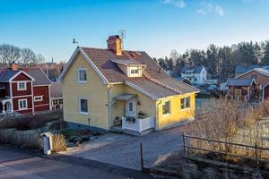 Denna villa i Stenslund i Falu kommun fick 3 711 klick på Hemnet under förra veckan, vilket gav en åttondeplats på Dalarnas egen Klicktoppen. Foto: Mikael Tegnér.