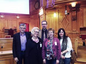 Per Åsling, Theresa Flatmo, Kälarne skolas rektor Reidar Otterbjörk, lärare Eva kvist och lärare Camilla Wängman.