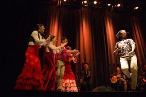 Den färgstarka dansföreställningen Volver är sist ut i Köpings teaterförenings höstprogram.