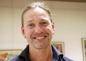 Företagsföreningen i Hällefors satsar extra på årets julskyltning 1 advent. Värd är föreningens ordförande Tobias Nygren.