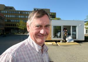 Arne Arvidsson berättar att efter de tre dagarna kommer visionspalatset att transporteras till Värnamo camping.