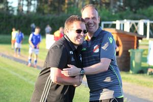 Ben Smith och Adrian Costello i en kram efter matchen.