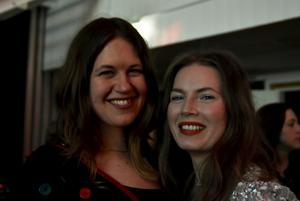 Louisa Westberg och Kristin Sundberg som varit på liknande fester i Göteborg tyckte stämningen var väldigt mysig. 'Vi är slöjdare, nästa år är vi med och visar våra grejer!'