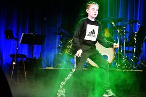 Liam Lawner bjöd på dans till DJ BX Fu-Gee-La av Bryant Kings Beats.