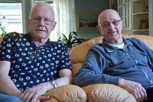 Lennart Nilsson, t v, och Axel Johansson kan inte acceptera att deras söner ska tvingas sluta på Återbruket.