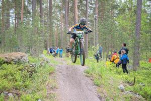 Full fart i skogen för Alex Lindell, CK Natén. Fotograf: Lars Andreas Andersson