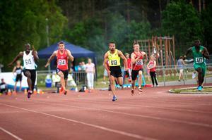 Tärnhuvud ledde från start till mål, även om han kroknade lite de sista 20 meterna.