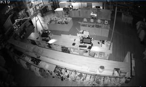 En bild inifrån butiken innan inbrottstjuvarna körde genom väggen med traktor. Bild: Naturkompaniet