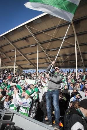 Tusentals västeråsare hade tagit sig till Studenternas för att stötta både dam- och herrlagen i sina finaler.