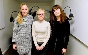 Emilia Söelund, Ylva Lindberg och Sophia Magasanik diskuterar litteratur, och hur den digitala samtiden påverkar vår koncentration i senaste avsnittet av Litteraturpodden.