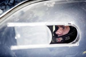 Nikolaj Gryazin ser sammanbiten ut inför tävlingen i Askersund.