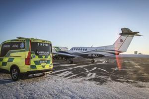 Östersundsföretaget Babcock Scandinavian Airambulans har sedan 2003 haft uppdraget att sköta ambulansflyget för region Jämtland Härjedalen och de andra norrländska regionerna. Cirka ett plan om dagen i snitt landar på Frösön.