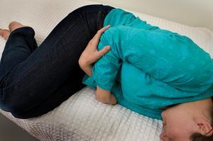 Typiskt för vinterkräksjukan är att den slår till plötsligt. Man kan också få feber och ont i kroppen. Förra veckan ökade antalet sjuka i länet.Foto: Scanpix