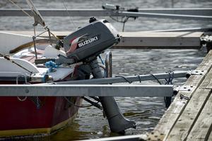 En båtmotor har stulit från en båt i Hästnäs hamn. Denna bild är en genrebild. Foto: Janerik Henriksson/TT.
