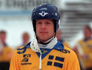 Niklas Spångberg började spela bandy tidigt. 1999 spelade han med landslaget.