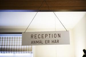 Vi anser att hälso- och sjukvårdslagen även ger utrymme för att ta ut avgift för språktolkning, skriver Sverigedemokraterna i Region Jönköping.