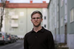Jämten Atle Morseth Edvinsson saknade skrivandet under juridikstudierna i Göteborg. Han går nu Aftonbladets ledarskribentsutbildning. Foto: Privat.