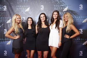 Ylva Fogel, Jasmine Gustafsson, Ulrika Forsberg, Natalie Andersson och Saga Scott medverkar i TV3:s Paradise Hotel.