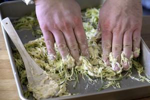 Blanda zucchinin med smeten.