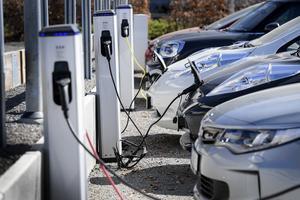 Fordonstillverkare runt om i världen arbetar just nu intensivt med att ta fram nya elbilar efter ett ökat tryck från konsumenterna.