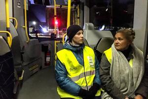 Kerstin Meurling och Jennie Sahlin representerar Sidsjö Böle respektive Mimerskolan under fredagens nattvandring.
