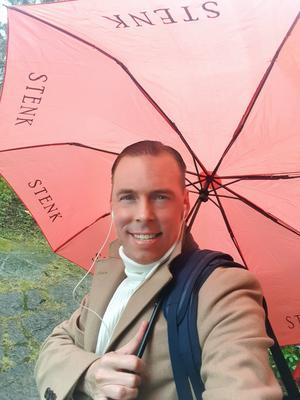 Foto: Privat. Thomas Nordin från Stockholm var en av de alla personer som blev upprörda av de indragna pepparkakorna vid de kommunala förskolorna. Han beslöt sig för att själv betala för de pepparkakor som behövdes i Östersund. Något som inte längre behövs i och med kommunens nya beslut.  – Man minns ju själv hur mysigt man tyckte det var med luciafirandet, säger han.