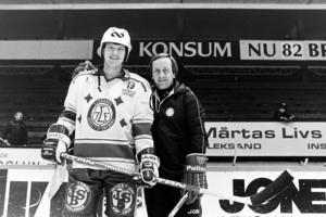 Stefan Nilsson tillsammans med tränaren Dan Söderström i Leksand. Foto: Bildbyrån.