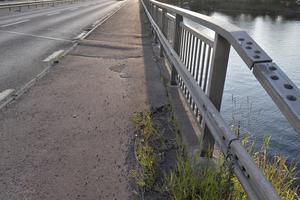 Det behövs jobbas med underlaget på cykelbanan på Noretbron, anser Björn Flodström.