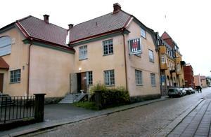 Allt pekar nu mot att den ekonomiska föreningen Hantverkshuset blir ny ägare till Askersunds gamla Folkets hus. Den 9 januari  väntas kommunstyrelsen ta avgörande beslut i frågan. Foto: Ove Danielsson/Arkiv