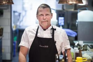 Peter Brolin är först ut bland kockarna att agera värd.
