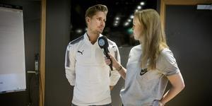 Elena i en intervju med ÖSK:s Daniel Björnquist.