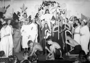 Uppträdanden och teaterföreställningar var stående inslag på Bodaborg. Bild: Ur ett album som förvaras på regionarkivet i Härnösand.