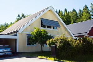Den här villan på Gumåvägen 17 i Örnsköldsvik är en av många sålda i Ångermanland. Just den här såldes för drygt 1,5 miljoner. Foto: Linn Grundberg