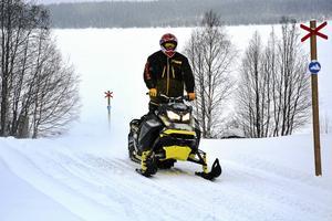 Skoterturismen i Frostviken växer och besökarna är i behov av bostäder säger Tomas Berntsson.