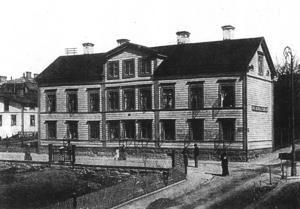 Det här gamla huset kan vara det gamla landshövdingeresidenset som stod på Prästgatan 31 och som revs 1906.