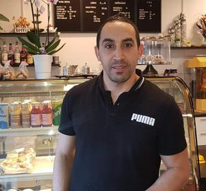 Kamel Bouzelmlel, 42, är ny ägare till kaféet på Krylbo station. Bild: Privat