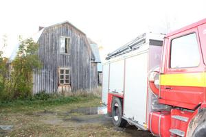 Det drabbade huset är mangårdsbyggnad till en gammal gård vid vägen mot Moningssand.